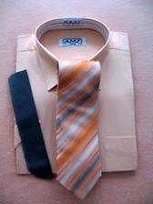 Pro taťku -až mě povede k oltáři :o) Šedý oblek, meruňková košile a proužkovaná kravata.