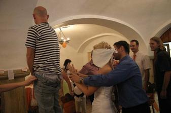 Hledání ženicha dle zadečku...