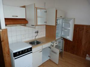 kuchyna - linka je na predaj ( 100-150e. na dohode).. inac zlikvidovany cely obklad a pripravene na prerabku