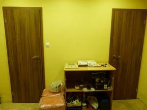 konecne osadene dvere na wc a kupelke :)