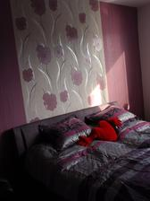 novy prehoz na postel aj s vankusikmi :)