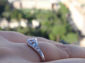 Moj zasnubny prstienok foteny cerstvo po nasadeni na kopule baziliky sv.petra.
