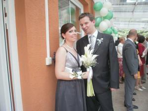 sestra - svedkyna s priatelom, moja kytica  a jej krasny naramok