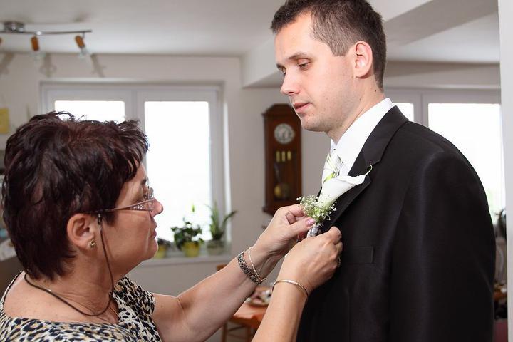 Ninka{{_AND_}}Branko - a branovi pripla pierko jeho mamina