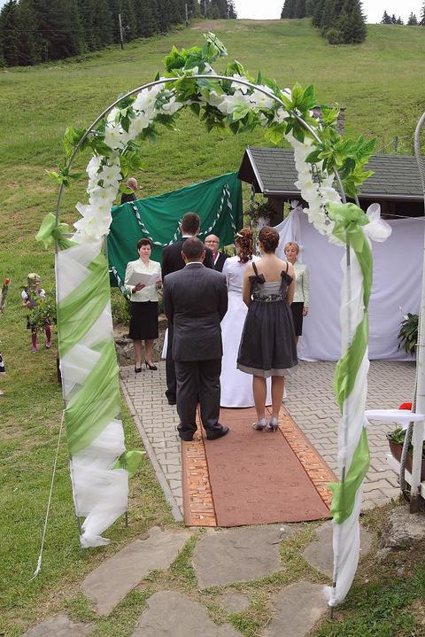 Ninka{{_AND_}}Branko - pod lyziarskym svahom obrad, mojho draheho by nikdy nenapadlo ze na takom krasnom mieste bude mat raz svadbu :)