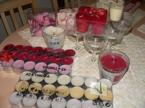 takže menší ukázka svíček a skleniček na svíčky..vše ikea,jo a lístky růží taky ikea