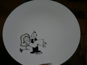 na tento talíř se nám všichni podepíši nebo napíši nějaký vzkaz.-zas děkuji sašce