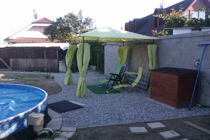 Náš víkendový dom - Môj nový altánok :-) a prvá dočasná úprava...