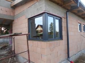 Konečne okná... :-) Len ešte dva týždne počkať, kým spravia nové posuvné... :-(