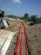 Plyn, elektrina, voda uložené v chráničkách