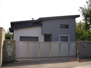 Vybrali sme si takuto strechu... hlinik vo farbe antracit... Ospravedlnujem sa majitelom domu za neautorizovane zverejnenie fotky ich domu :-)