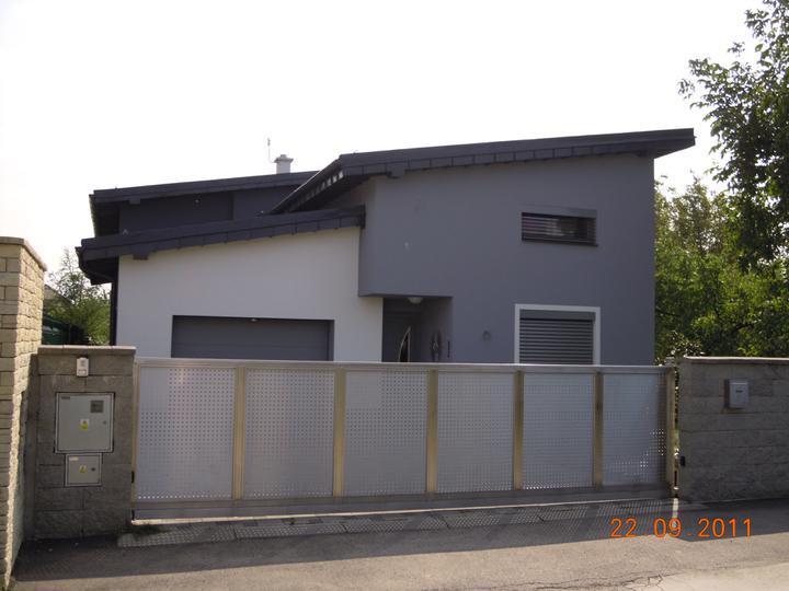 Náš víkendový dom - Vybrali sme si takuto strechu... hlinik vo farbe antracit... Ospravedlnujem sa majitelom domu za neautorizovane zverejnenie fotky ich domu :-)