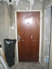 Predsieň pre rekonštrukciou (vpravo vstup do kupeľne)