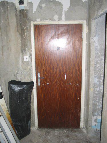 Premeny - Predsieň pre rekonštrukciou (vpravo vstup do kupeľne)