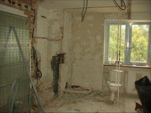 Kuchyňa počas rekonštrukcie (pôvodne tu bola kúpelňa a wc)
