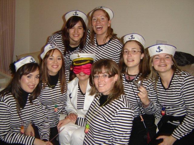 Pripravy na moju svadbu - Druha rozlucka so slobodou. Nevesta - Charo, ako kapitanka. Vydava sa 3. maja 2008 tu v Spanielsku
