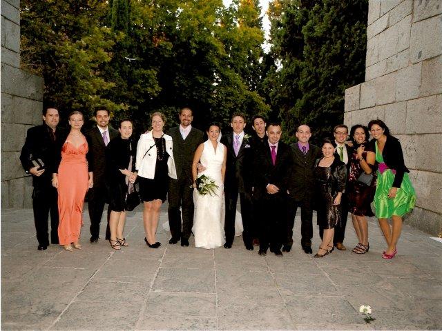 "Pripravy na moju svadbu - 3.10.08 svadba Carol y Javi. Posledna tohto roku. ""Dufam.."" (Inac, fukal taky studeny vietor, ze aj ta fotka tak vyzera..)"