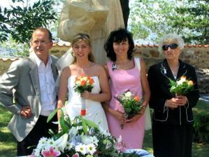 něvěstinka s rodiči a babičkou