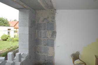 Dílna - červen 2010, nová zeď do zahrady ještě bez oken...