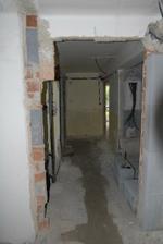 červen 2010, spodní chodba, nová kanalizace už zabetonovaná, metrový výkop jsme nestihli vyfotit, nebo se do toho spíš už nikomu nechtělo...
