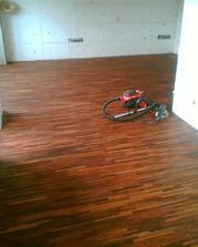 bylo to hodně práce, ale máme opravdu nádhernou a odolnou podlahu za cenu dražšího lina...