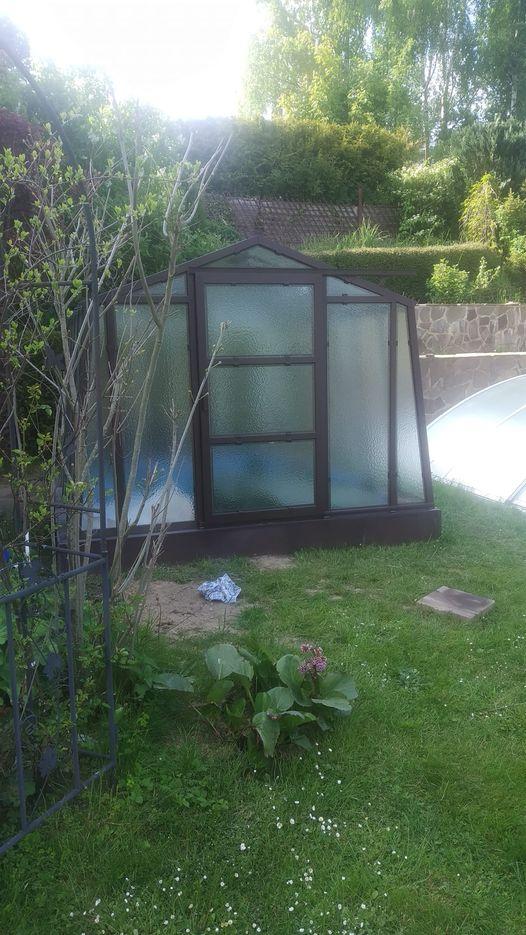 Zahrada 2021 a budování skleníku - Finální stav. Dnes konečně osázím sazenicemi, co čekají takovou dobu v koupelně v baráčku.