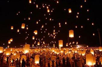 koupen jeden velký létající lampión aby nám tam každý mohl napsat přání a pak ho společně vypustíme