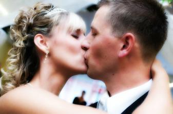 první novomanželský  ( a že byl dlouhý, aby se stihl zachytit)