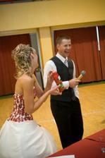 Losováni tomboly (byla sranda a na svatby doporučuji)