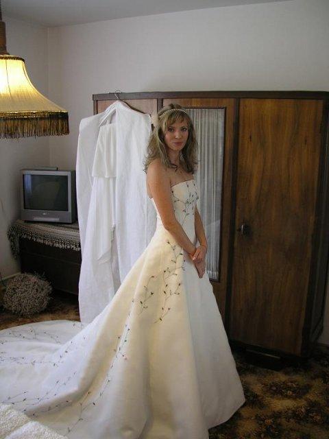 Zuzka(Consti){{_AND_}}Petr - nevěsta v celé kráse-čekání na ženicha:).
