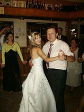 nezbytný taneček s tatínkem