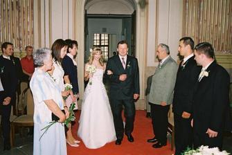 příchod nevěsty...