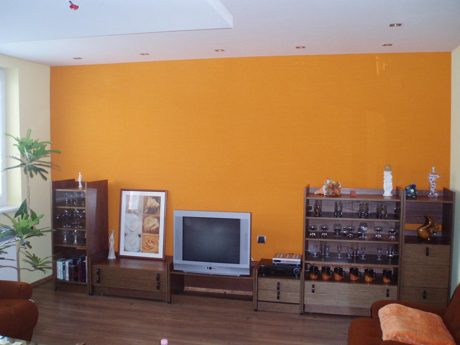 Obývacia izba so starou stenou - Obrázok č. 1