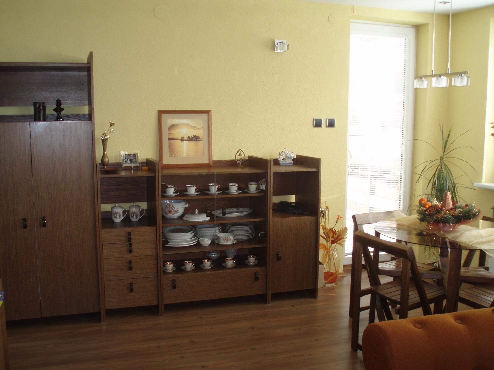 Obývacia izba so starou stenou - Obrázok č. 2