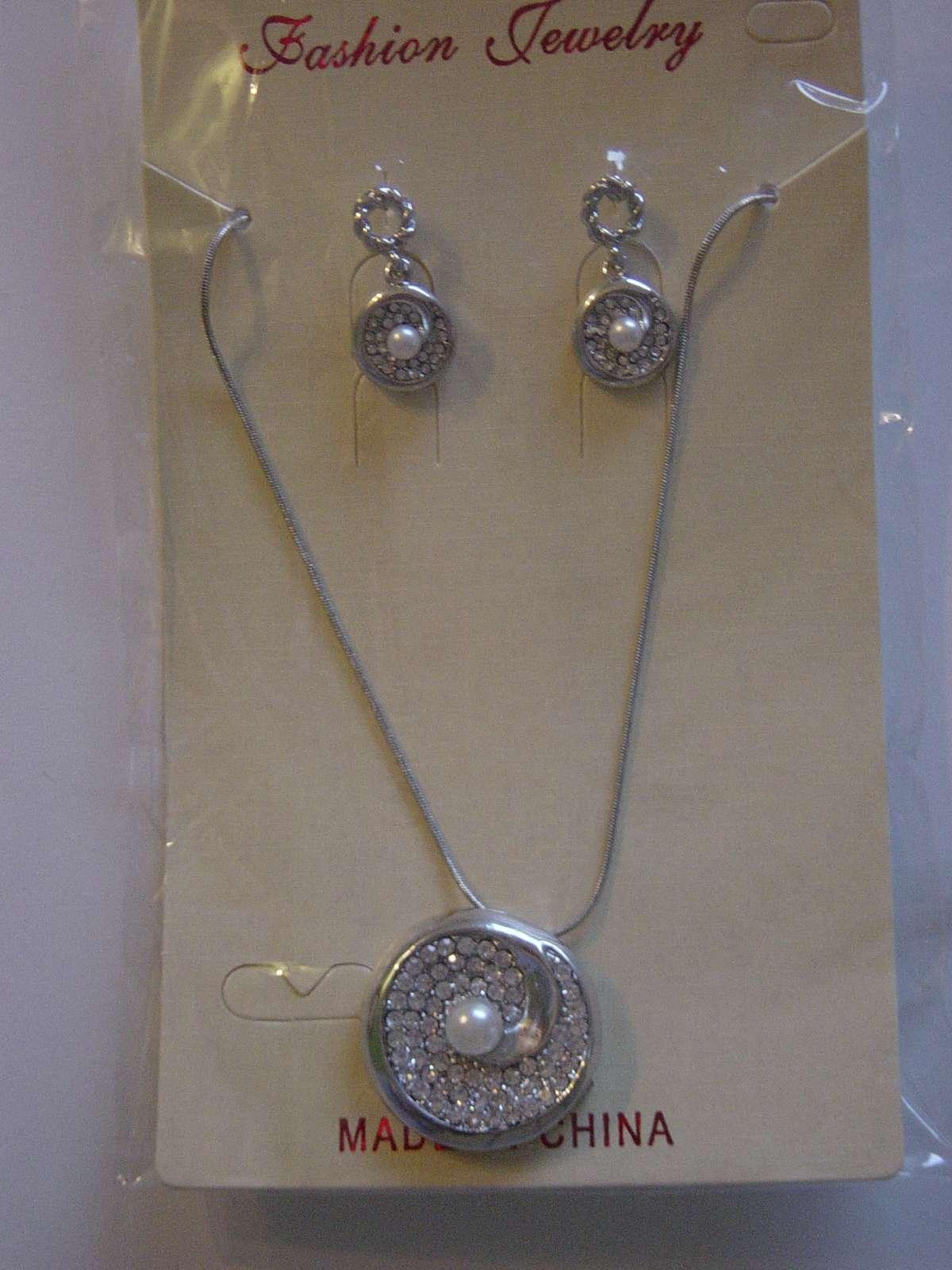 Náhrdelník a náušničky s perlou a kryštálmi - Obrázok č. 1
