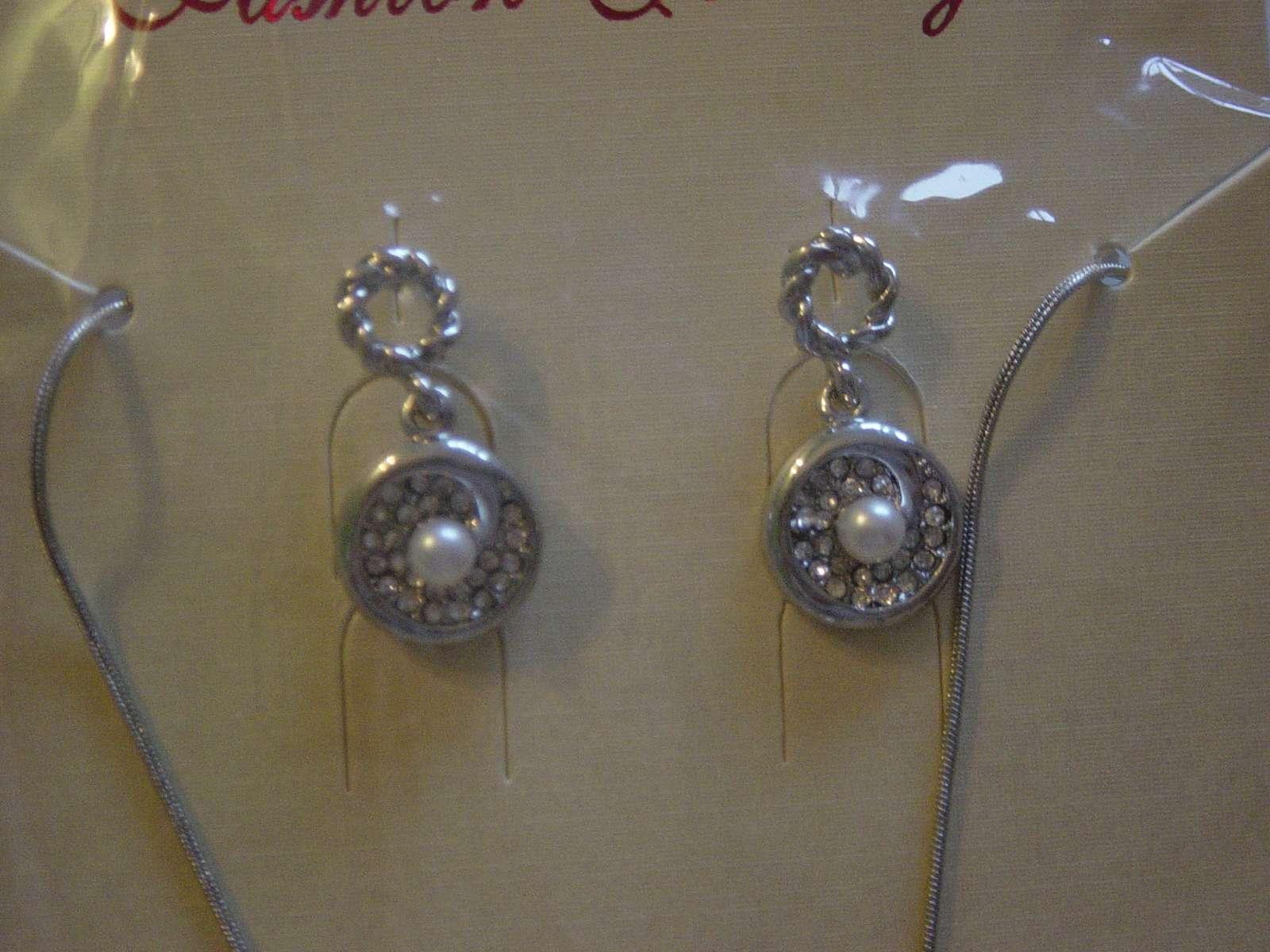 Náhrdelník a náušničky s perlou a kryštálmi - Obrázok č. 2
