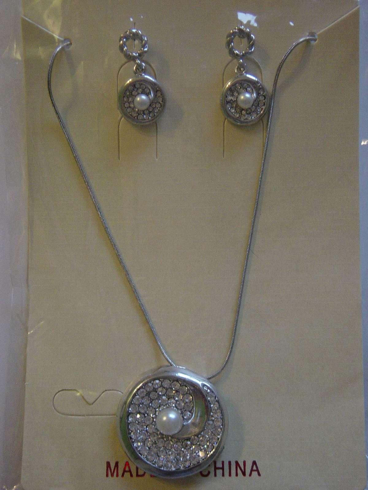 Náhrdelník a náušničky s perlou a kryštálmi - Obrázok č. 4