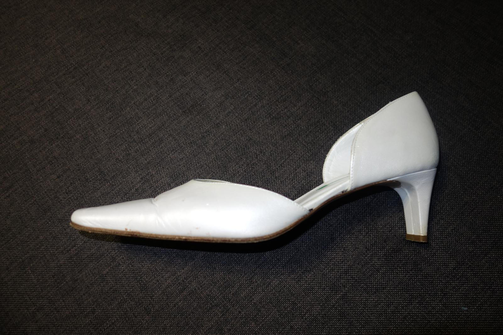Biele kožené lodičky - Obrázok č. 3