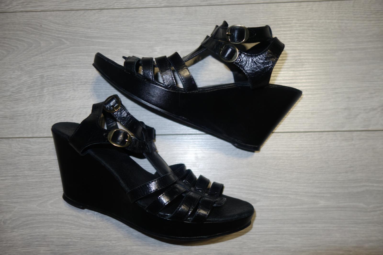 Čierne kožené sandále značky Emma  - Obrázok č. 1