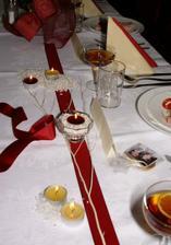 ...dekorácia stolov hostí...