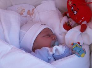 volám sa Mattias, narodil som sa 29.09.2006 o 16:50 hod., vážil som 4280g a meral som 56cm...som trošku po maminke, trošku po ockovi, hlavne veľký zázrak