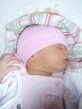 volam sa Laura, narodila som sa 4.8. o 2:45, vazila som 3880g a merala 56cm som zdrave a krasne dievcatko