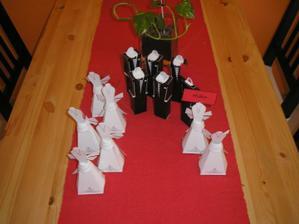jmenovky na svatební hostinu