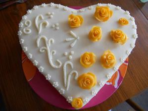 takto nějak budou vypadat děkovací dorty,paní cukrářce zatím nepřišly šablonky,ale i tak si skvěle poradila :)