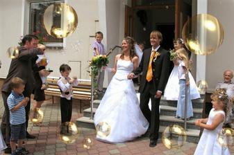 Meli jsme krasne bublinky...kluci foukali jak o zivot :-)