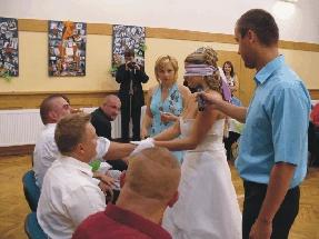 Poznávání ženicha. Ale trošku nevěsta váhala :)))