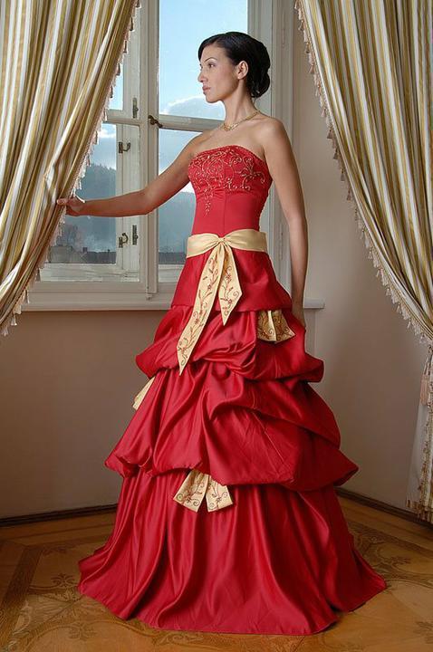 Svatební šaty - růžové i červené až do bordó - Obrázek č. 534