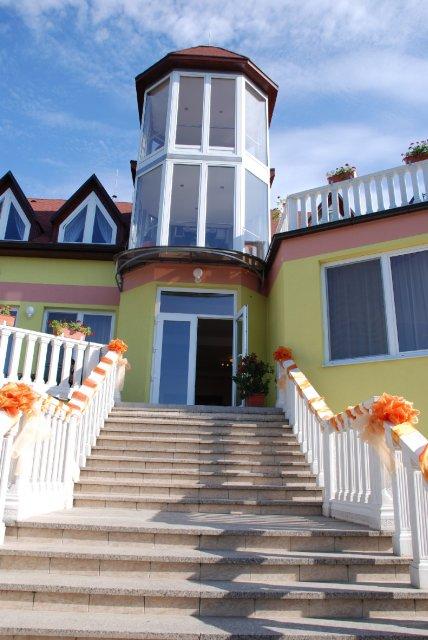 Janka{{_AND_}}Maroško - reštaurácia Jazmín Podhájska