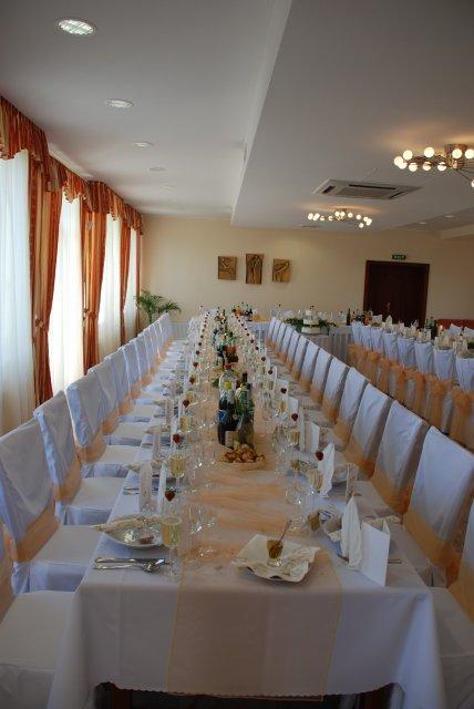 Peťka{{_AND_}}Janko - nádherne prestreté svadobné stoly