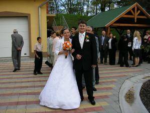 príchod na svadobnú hostinu